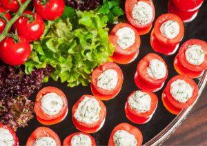 גם פשוט וגם טעים: איך להכין עגבניות במילוי גבינה?